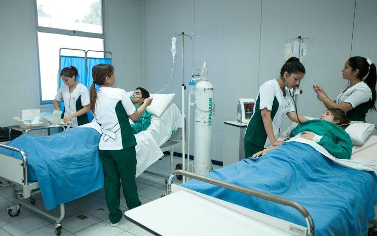 Técnico en Enfermería CFT Santo Tomás