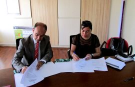 Firma convenio rector san Joaquín y representante municipalidad