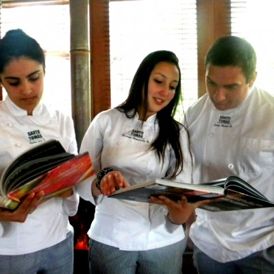 Estudiantes de Gastronomía Internacional y Tradicional Chilena