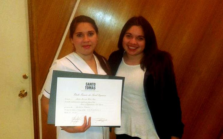 Jazmín Muñoz, egresada de Técnico en Enfermería Santo Tomás