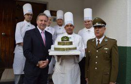 Santo Tomás Chillán quiso saludar a Carabineros de Chile en su aniversario n°89, haciendo entrega de una especial torta, reconociendo así su dedicación y compromiso con la comunidad.