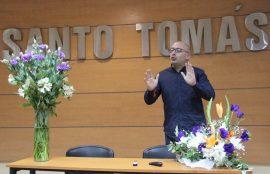 Experto Javier Torregrosa expone durante el seminario de floricultura