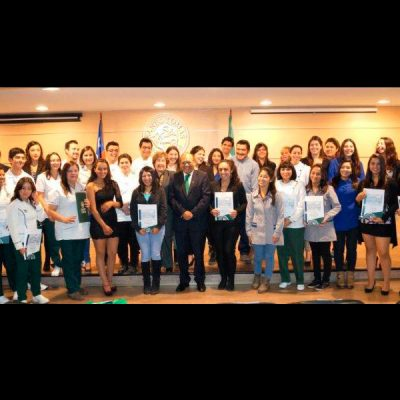Todos los alumnos reconocidos por su mérito académico durante el segundo semestre de 2015 en horario diurno.