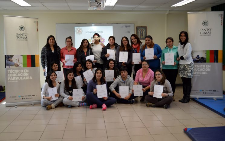 El taller teórico-práctico de yoga infantil que se realizó durante dos fines semana en la sede.