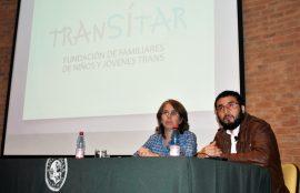 """Exhibición documental """"Niños Rosados Niñas Azules"""" en Viña del Mar. Director junto a madre de niño transexual."""