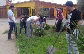 Este año los estudiantes realizaron un operativo de limpieza en la plaza de la Villa El Molino, en donde desmalezaron las áreas verdes, recogieron desechos y pintaron un mural.