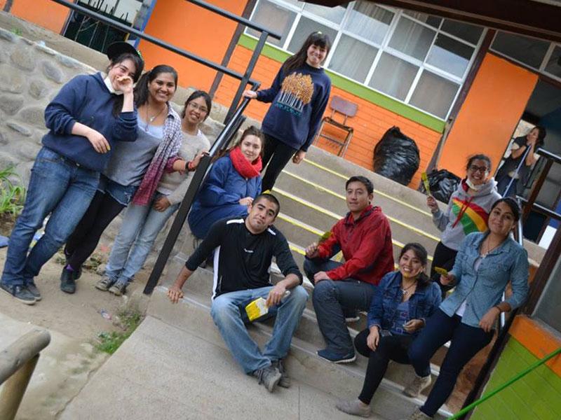 Foto del grupo junto al docente a cargo de la actividad.