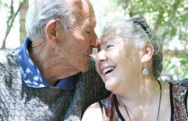envejecimiento, pareja feliz.
