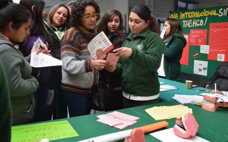 Alumnos, docentes y directivos participaron de la Feria del Tabaquismo, organizada por alumnos de Técnico en Odontología mención Higienista Dental, en el marco del Día Mundial Sin Tabaco.