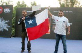 Francisco Fantini y Mauro Pino, recibiendo su premio en la ciudad de Yantai, China.