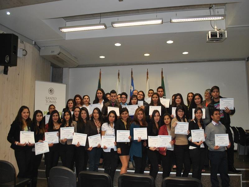 Estudiantes de Técnico en Contabilidad General del IP-CFT Santo Tomás Ovalle que recibieron certificado por participación en Operación Renta 2016