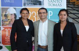 Lady Rojas y Camila Rojas viajaron a Cali, Colombia, para realizar pasantía de una semana, luego de haber ganado el III Congreso Internacional de Técnico en Enfermería durante el 2015.