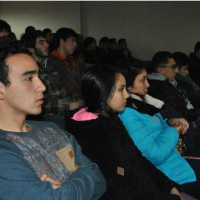 Autoridades regionales dialogan con estudiantes de Santo Tomás