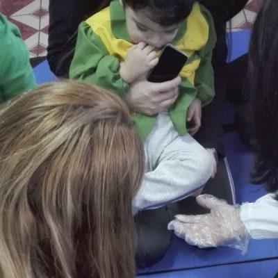Alumnos de podología realizan operativo en Jardín Infantil Rayito de Luz