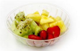 Compota con frutas: kiwi, frutillas, piña.