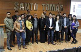 Profesionales participantes del taller junto a autoridades y académicos.