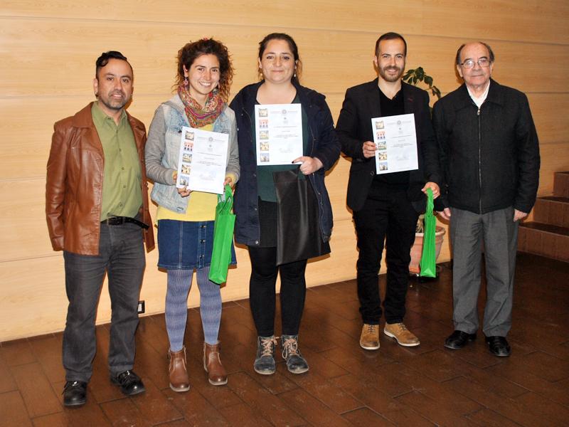 Premiados 6º Concurso de Artes Visuales Camilo Mori: Javiera Medina, Paula Araya y Hans Folch.