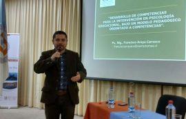 Profesor Araya durante su exposición en la jornada.