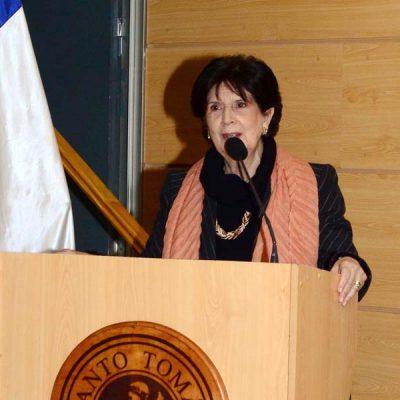 Gloria Carranza, Decana Facultad de Educación UST, durante la inauguración del CIEDUCA