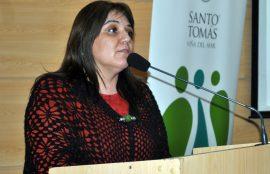 Marcela Villegas, directora del colegio Altavida, durante su exposición.