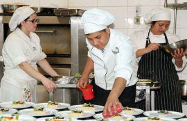 Cena Camaraderia preparada por los alumnos de Santo Tomas Temuco