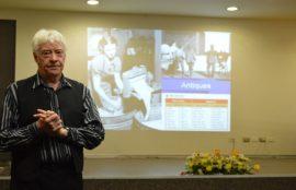 Académico britanico visitó La Araucanía para hacer una charla sobre practicas nuevas de pedagogía en inglés