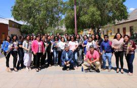 Participantes de la capacitación junto a alcalde y directora Escuela Trabajo Social UST.