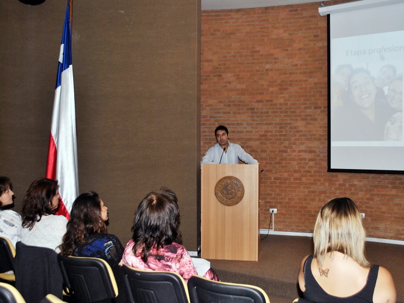Tercer Encuentro de Titulados Escuela de Enfermería UST Viña del Mar. Expositor Manuel González