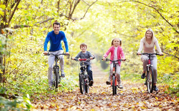 deporte en familia con bicicleta