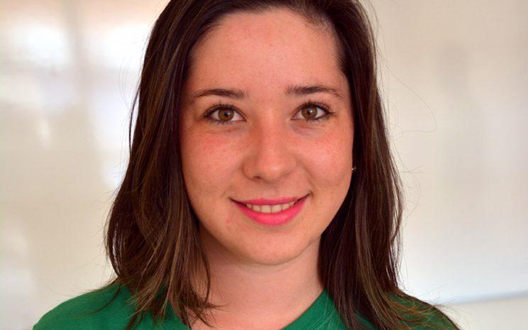 Constanza Beyer estudia 4° año de Enfermería en Puerto Montt y decidió tomar un bus y viajar por casi 10 horas hasta llegar a la capital del Biobío para colaborar.