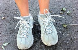 Durante las clases de Educación Física los niños realizarán saltos, carreras, rebotes, caminatas y trote, por lo que necesitarán un calzado que responda a todas esas funciones.