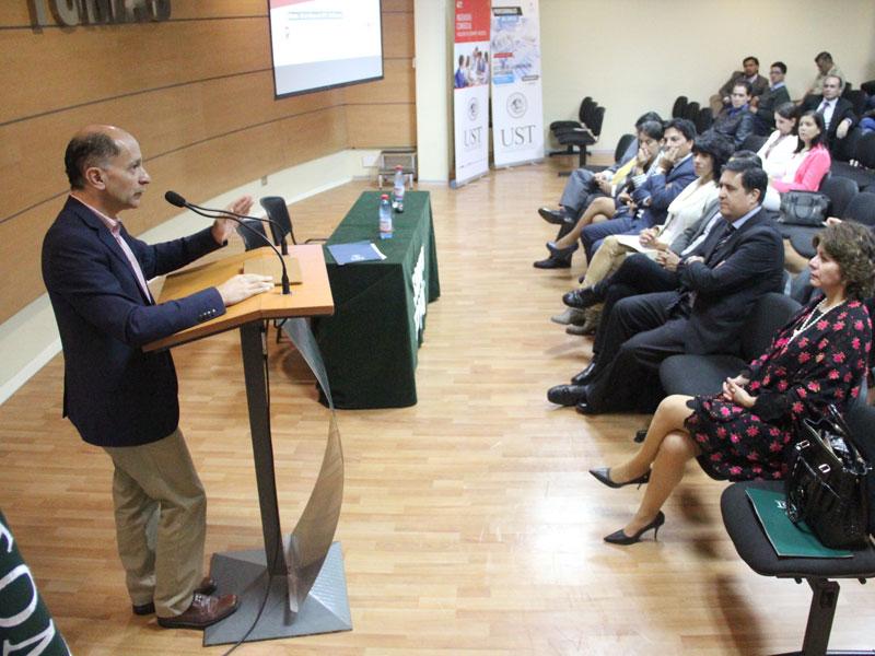 Palabras Decano de la Facultad de Economía y Negocios, Guillermo Yáñez.