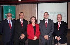 Vicerrectores nacionales, directores academicos nacionales, y rectora Santo Tomás Valdivia