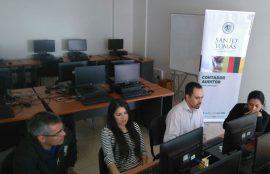 Docente y estudiante de Contador auditor asesoran a dos docentes.