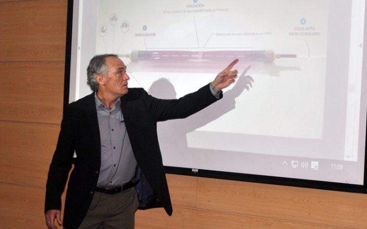 Alfredo Zolezzi en el 4º Encuentro Anual de Investigación e Innovación UST.