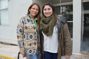 María Fernanda Castañeda junto a la directora de Admisión de Santo Tomás Puente Alto, Verónica Muñoz.