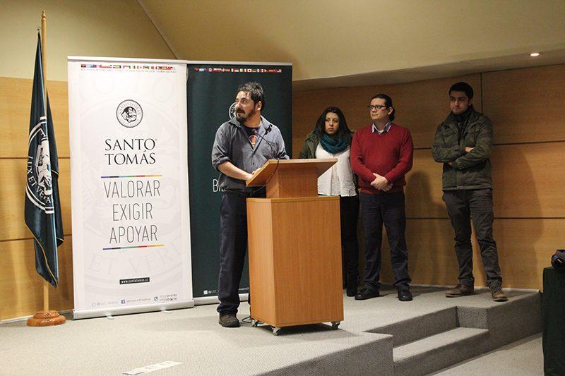 Jefe de Carrera presentando a los alumnos de Concepción.