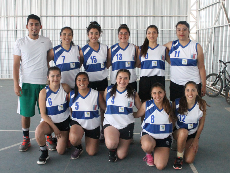 Equipo de UST básquetbol damas.