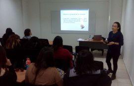 Dra. Laura Espinoza durante el taller.
