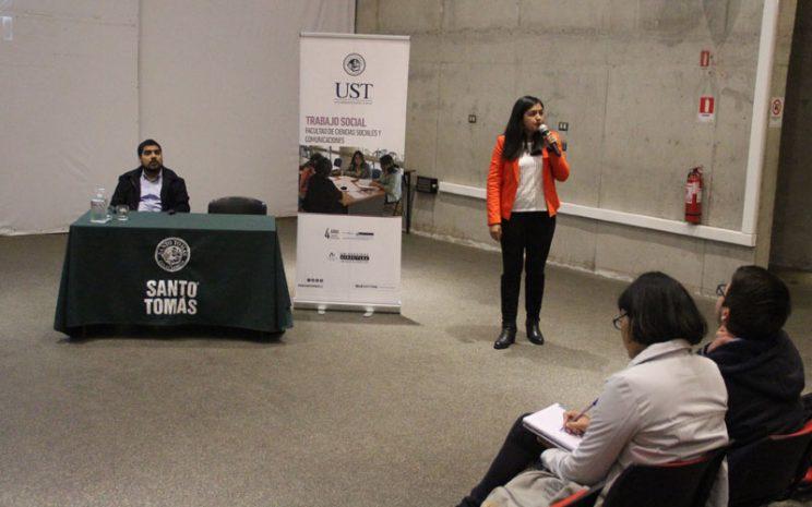 Presentación de una de las profesionales invitadas a la actividad.