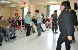 Estudiantes de Santo Tomás Osorno celebran el mes del adulto mayor junto a usuarios del Hogar de Ancianos Santa María