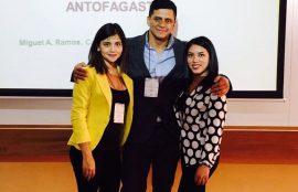 Camila Devia y Daniela Hernández junto al académico Miguel Ángel Ramos