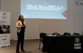 Una de las expositoras del seminario durante su presentación.