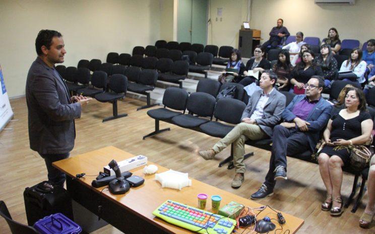 Expositor hablando a la audiencia.