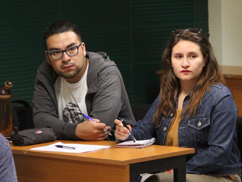 Dos Estudiantes de Trabajo Social.