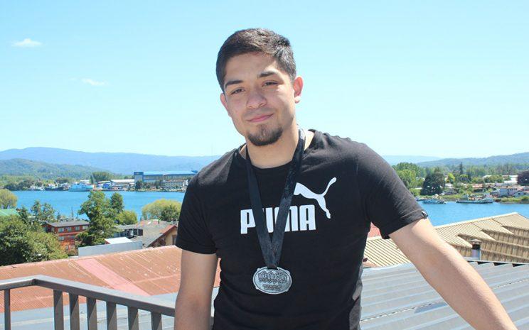 Sebastian Fontanilla, campeón sudamericano de Kick Boxing