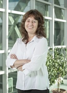 Dra. Carmen Espoz, directora del Centro UST Bahía Lomas