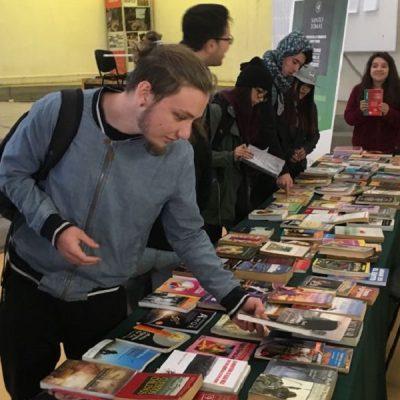Feria del Trueque del libro usado se vive en sede San Joaquín