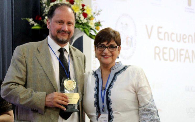 Mauricio Echeverría junto a Lourdes Fortín