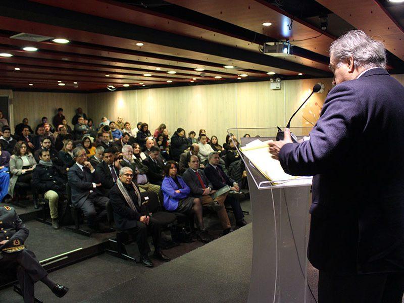 Ex embajador Juan Gabriel Valdés, dictando la clase magistral.
